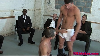 Muscled british knob jockey sucks of hunk
