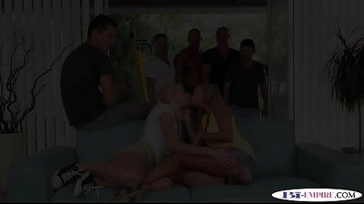 Dickriding studs enjoy bisexual orgy