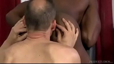 Barbeiro comendo o cu do neg